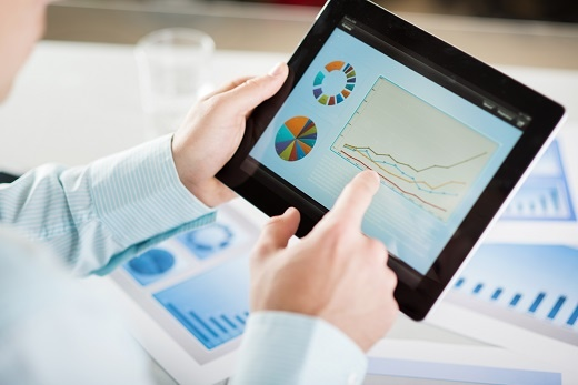 Businessman-with-tablet-46371928.jpg